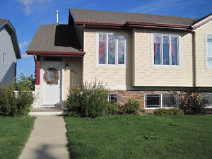 For Rent 2 Bedroom Duplex in Lacombe Available May 1