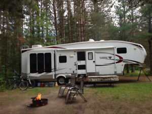 Fifth Wheel RV in excellent condition