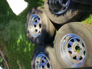 4 pneus et roues uni Royal