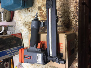 Paslode air stapler model 3200  1/2 inch comes with 1box
