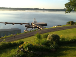 Spacious & bright cottage/deck with views of St. Lawrence River