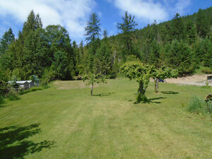 Older home on 1.1 acres in Wynndel,B.C.