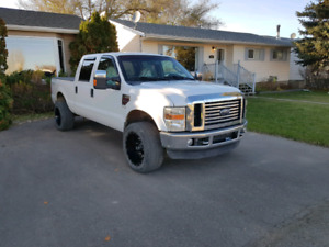 2009 F350 LARIAT! Low kms. Two sets of wheels. New Tires!