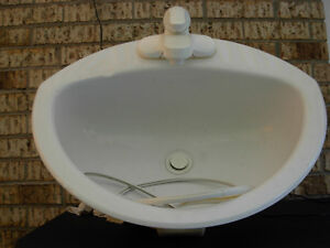 Lavabo et robinet blanc - sink and faucet