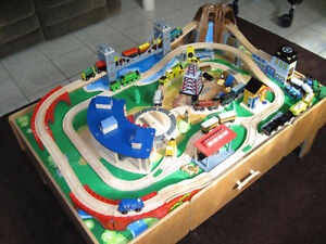 Train table Imaginarium with rails and shed