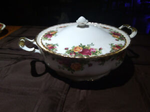 Old Country Roses Covered Vegetable Tureen