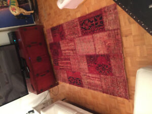 Tv cabinet Pier1 , red area Rug, table, vintage lamp