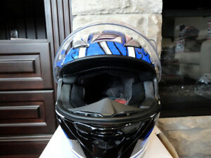Zoan Revenge Helmet Size XS Blue Flame w/4 Visors Incl.Brand New Kitchener / Waterloo Kitchener Area image 5