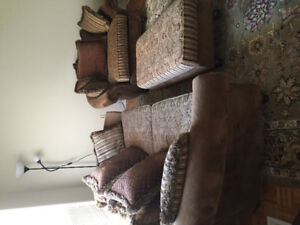 3 piece sofa set for sale in beautiful condition.