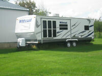 REDUCED! 29 Foot Hard Wall Travel Trailer  LIKE NEW CONDITION