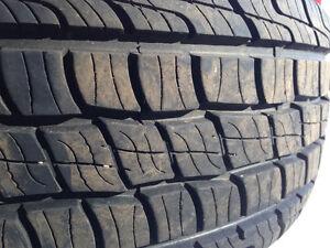 4 pneus de camion presque neufs à vendre