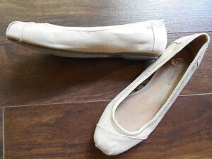 Womens Size 8 Bobs Brand Flat Gold Spring/Summer Shoes-Smokefre