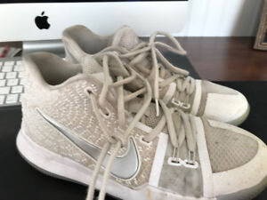Nike Youth Basketball Sneakers, Kyrie 3, Nike, Size 5.5 Youth