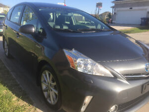 2012 Toyota Prius v Leather,Nav,camera,sunroof Wagon