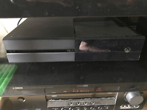 500gb Xbox One - 2 controllers, 2 games, recharge kit and Live