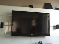 "TV LCD SAMSUNG 52"" with remote - Negotiable"