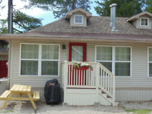 3 bedroom cottage in Downtown Grand Bend *4 weeks left*