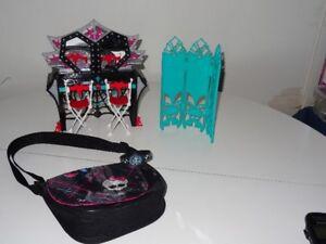 Vanité ou Meuble Chaise Sacoche pour Poupée Monster high
