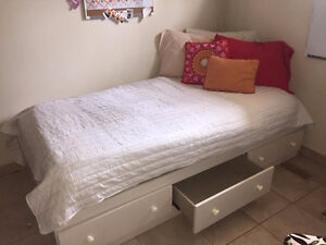 Great quality bed with mattress!