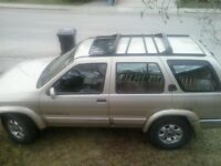 1999 Nissan Pathfinder good for parts vehicle/ mechanic special