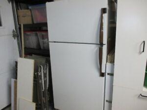 Réfrigérateur/congélateur Magic chef 16 pi  cube