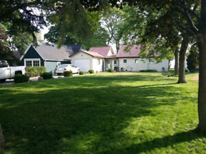 Lakefront property available from Oct to April