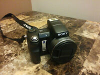 Sony DSC-H7 Camera with Case