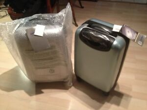 "Samsonite Winfield 2 Hardside 20"" Luggage,carry on silver spinne"