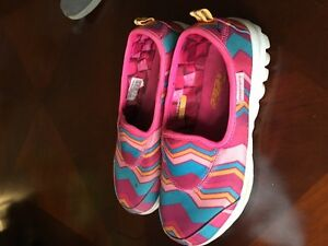 Girl Used Skechers Shoes - Size 2 London Ontario image 2