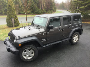 2014 Jeep Wrangler Sport Unlimited SUV, Crossover 14,000kms