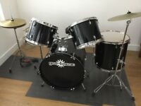 Drum kit 5 piece includes hi hats and cymbal