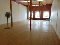 ST.HENRI - Commercial Loft - 1520 sqft