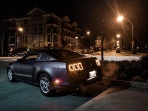 2014 Mustang V6 base 6 SPEED MANUAL 28,000Km