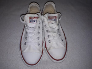 White Oxford Converse. Size 1 kids. 8/10 condition. Used.
