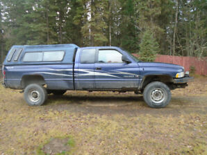 1999 dodge 3/4 ton  truck and a flat deck trailer