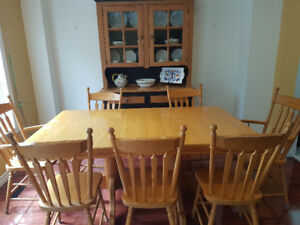 Solid Oak Dining Table, 8 Chairs and Hutch