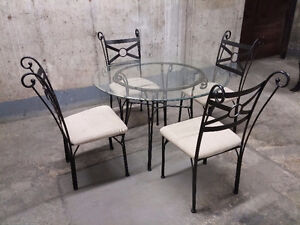 DINNING SET WITH GLASS TOP