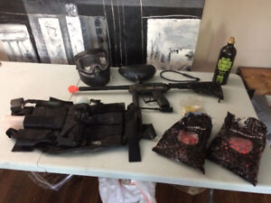 paintball gun (Spyder MR100) and accessories