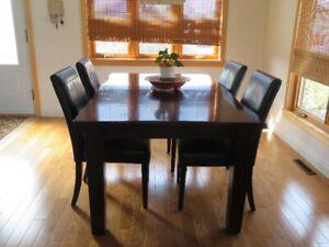 Charmant Table Et Chaises  Salle à Manger