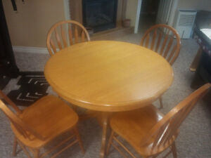 Solid Oak Dining Room Table With 4 Chairs