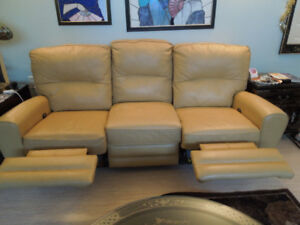 2 MATCHING ALL LEATHER EL RAN RECLINING SOFA AND LOVESEAT