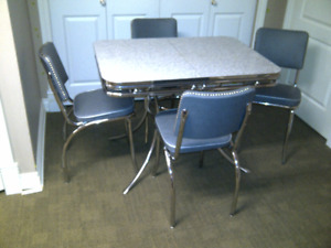 kitchen table  u0026 4 chairs   retro retro   buy or sell dining table  u0026 sets in alberta   kijiji      rh   kijiji ca