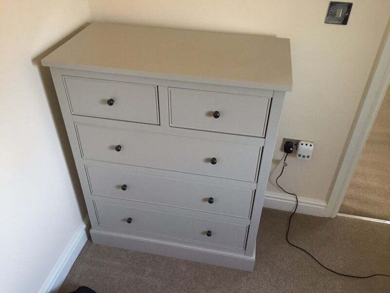 Putty Chest Of Drawers And Two Matching Bedside Tables Part 38