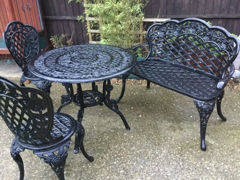 Charmant Garden Table And Chairs And Bench Good Condition