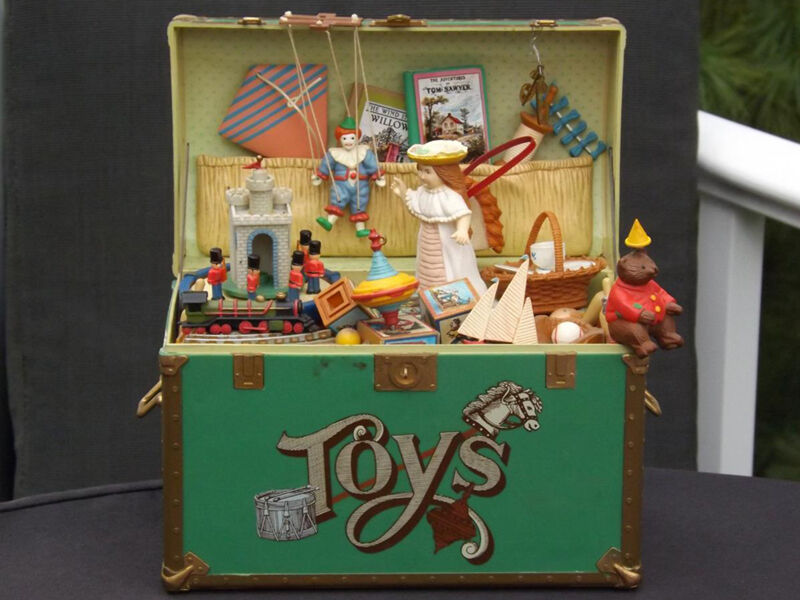 how to build a treasure chest toy box