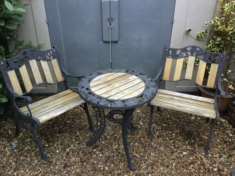 Ordinaire Garden Table And Chairs Cast Iron