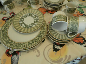 Lynns Fine China Dish Set 36 Pieces & Fine China Lynn | Buy u0026 Sell Items From Clothing to Furniture and ...