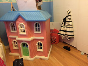 GIRls Doll House Little Tikes Bed