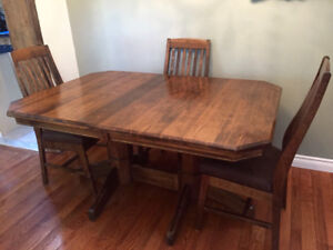 MENNONITE WORMY MAPLE DINING TABLE AND 6 CHAIRS