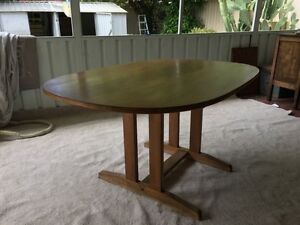 SMALL VINTAGE/RETRO DINING TABLE